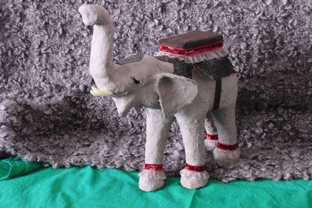 Ein Elefant würdig einen König zu tragen... (2/6)